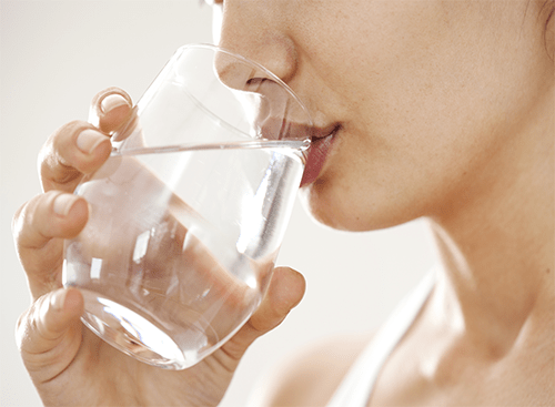 avoid dehydration during pregnancy, drink more water while pregnant